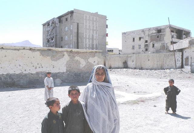 Unas 120.000 mujeres y 60.000 niños de Afganistán admiten ser adictos a las drogas. Crédito:  Anand Gopal/IPS.