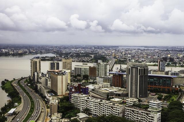 Abiyán, el centro económico de Costa de Marfil, es el escenario de grandes obras de infraestructura. Crédito: Marc- André Boisvert /IPS