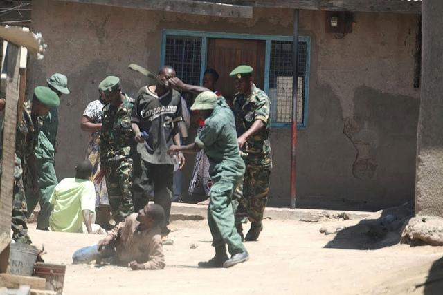 Denuncias de violaciones generalizadas de derechos humanos de habitantes rurales de Tanzania terminaron con operaciones contra la caza furtiva. Crédito: Kizito Makoye/IPS
