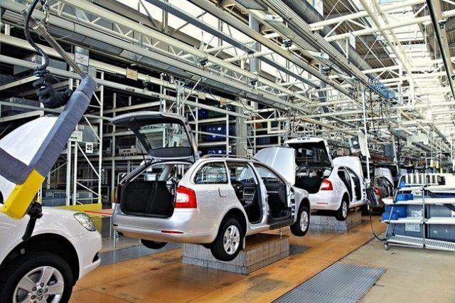 Las nuevas directivas siguen a una disposición de normas de emisiones más estrictas para los automóviles y los vehículos pequeños. Crédito: Bigstock