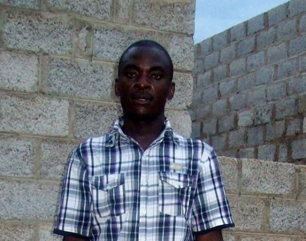 David Mubita desafió a la tradición para protegerse contra el VIH. Crédito: Lewis Mwanangombe/IPS