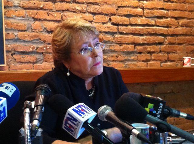 Michelle Bachelet habla con corresponsales de medios internacionales. Crédito: Marianela Jarroud/IPS