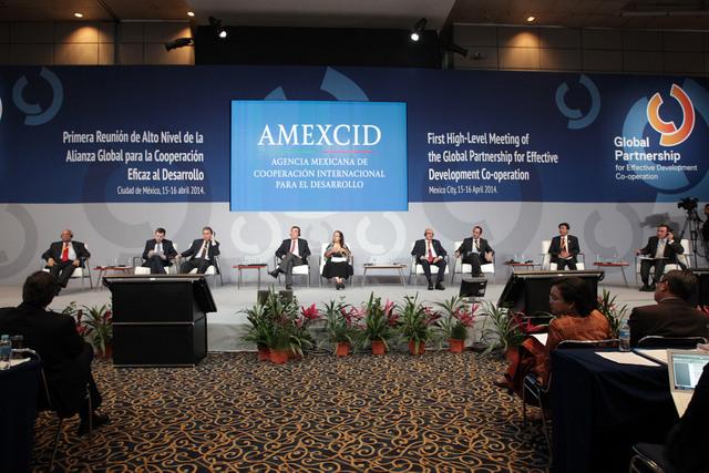 Uno de los debates, en la capital mexicana, durante la Primera Reunión de Alto Nivel de la Alianza Global para la Cooperación Eficaz al Desarrollo. Crédito: Gobierno de México