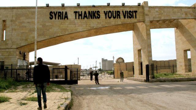 """""""Siria agradece su visita"""" se lee en el puesto aduanero de Til Kocer/Yarubiya, en la frontera siria-iraquí. Crédito: Karlos Zurutuza/IPS"""