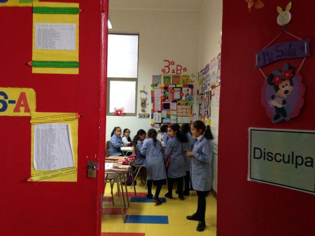 Niñas en un aula de la escuela República de Ecuador, en Viña del Mar, Chile. Crédito: Diana Cariboni/IPS