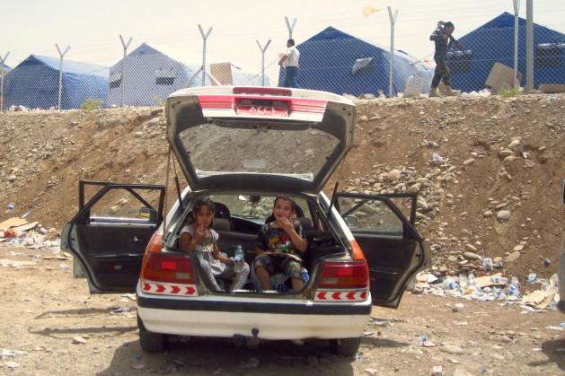 Refugiados de Mosul llegan al campamento de Khazar, recién instalado. Crédito: Jewan Abdi/IPS