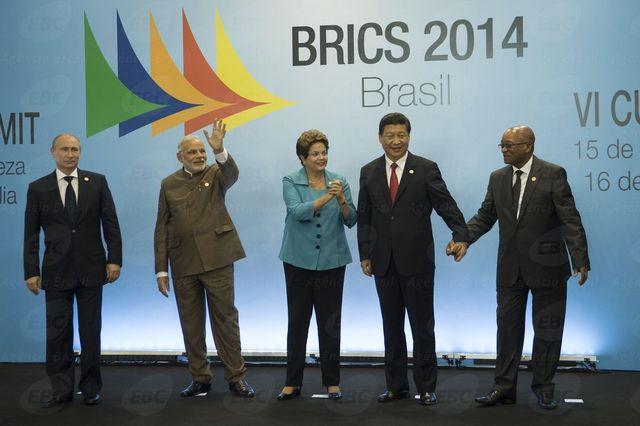 Los cinco gobernantes del BRICS posan sonrientes durante la Sexta Cumbre anual del grupo en la ciudad brasileña de Fortaleza. Crédito: Agencia de Brasil/EBC
