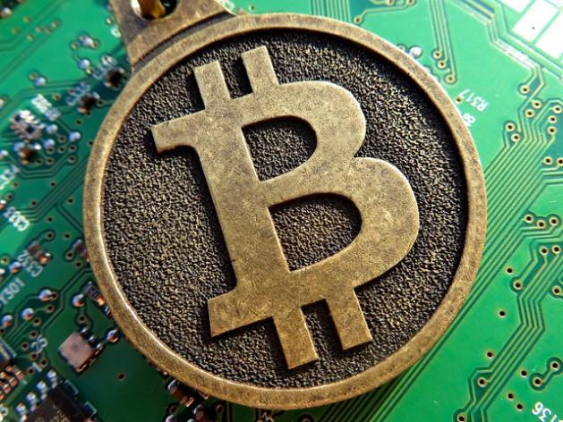 Las transacciones de drogas se realizan por lo general a través del bitcoin, un medio de pago entre pares en Internet, que se mantiene en depósito hasta que se transfiere al vendedor una vez que se concreta la entrega del producto. Crédito: BTC keychain/cc by 2.0