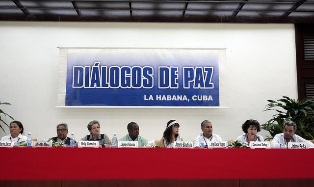 La primera delegación de víctimas de la guerra colombiana ofrece una rueda de prensa, al final de su diálogo con los negociadores del gobierno y de las FARC, el sábado 16, en La Habana. Crédito: Jorge Luis Baños/IPS