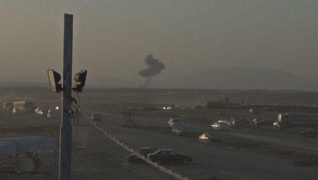 Una columna de humo indica el lugar de un bombardeo contra el grupo armado Estado Islámico de Iraq y el Levante (ISIS) cerca de la norteña ciudad de Erbil, capital del Kurdistán iraquí, el 8 de agosto de 2014. Crédito: Departamento de Defensa de Estados Unidos.