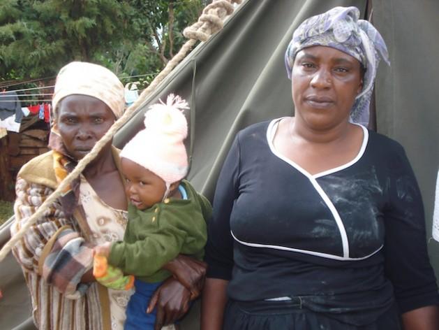 Keniatas alojadas en un campamento de refugiados en la central localidad de Kiambu, tras la violencia postelectoral de 2007 y 2008 que las expulsó de sus hogares en el Valle del Rift. Crédito: Miriam Gathigah/IPS