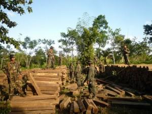 Madera confiscada por la tala ilegal en la Reserva de Biosfera de Bosawas, en Nicaragua. Crédito: José Garth Medina/IPS