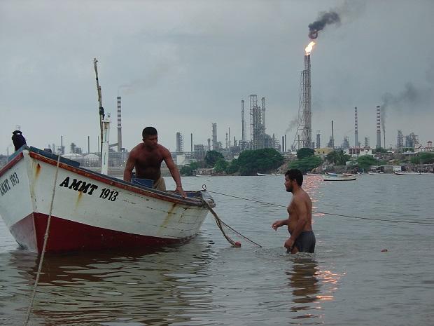 Refinería de petróleo en Carirubana, Venezuela. Crédito: Yanethe Gamboa/IPS