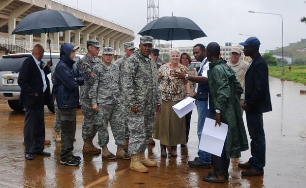 Los primeros militares de Estados Unidos en misión contra el ébola llegan a Liberia. Crédito: Ejército de EEUU en África/CC-BY-2.0