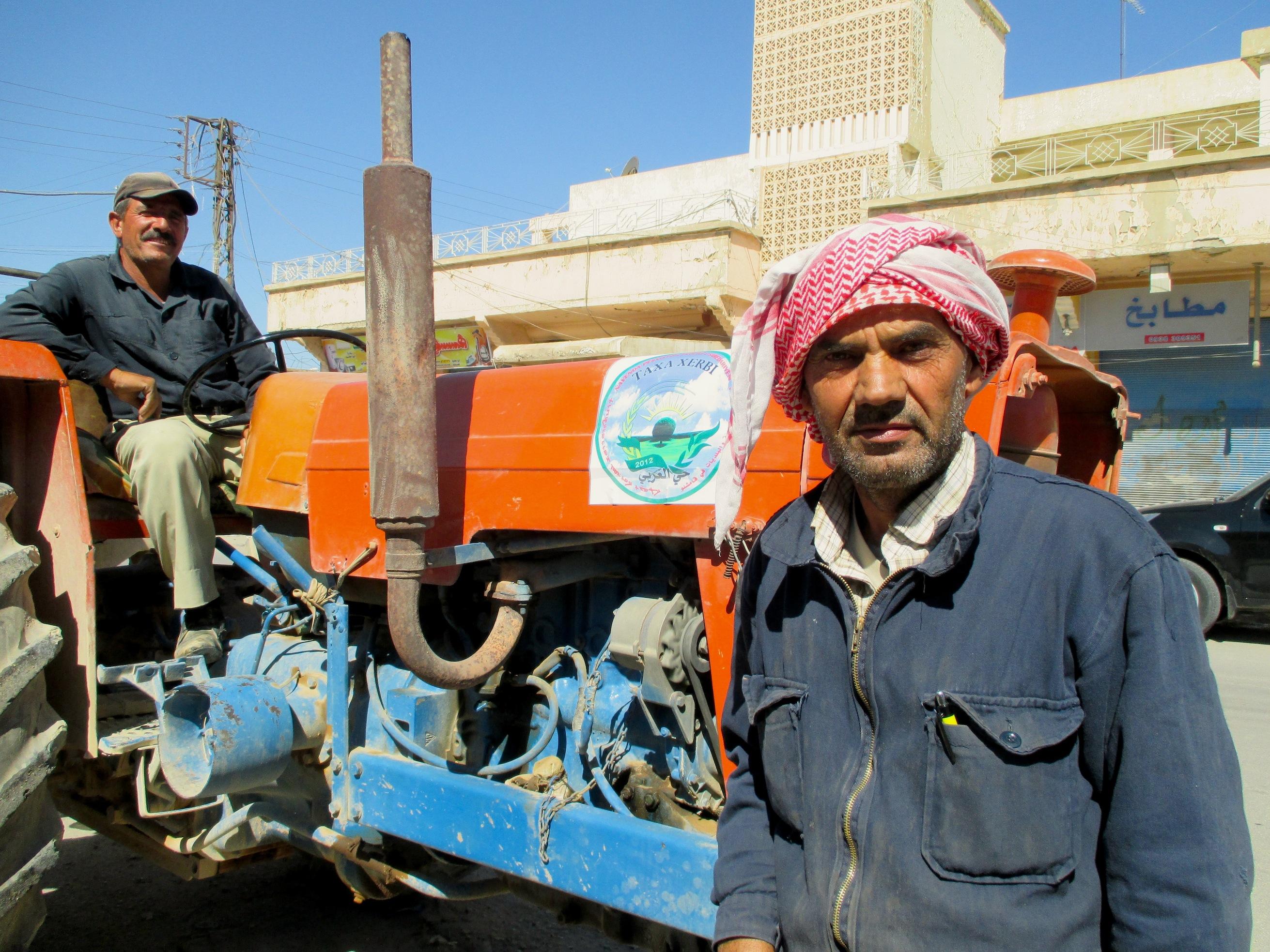 La recogida de basura es de las muchas labores del autogobierno democrático en los tres cantones bajo mayoría kurda, situados en el norte de Siria. Crédito: Karlos Zurutuza/IPS
