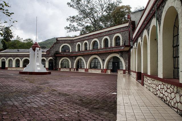 La escuela Normal Rural Raúl Isidro Burgos, de Ayotzinapa, donde cursaban los estudiantes de magisterio que fueron atacados por la policía en la ciudad de Iguala, en el estado mexicano de Guerrero, con el saldo provisional de seis muertos, 25 heridos y 43 desaparecidos. Crédito: Pepe Jiménez/IPS