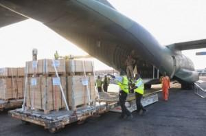 Un avión alemán llega a Ghana para ayudar a entregar suministros de la ONU como parte de la respuesta de emergencia a la crisis del ébola. Crédito: Foto de la ONU/UNMEER