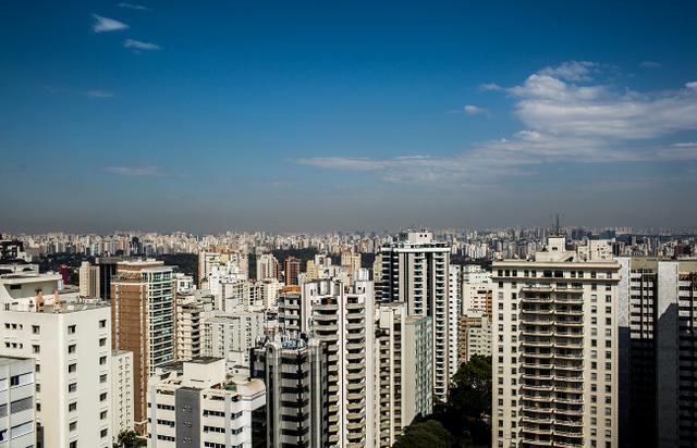 La isla de calor que genera la megalópolis de São Paulo atrae las lluvias, desviándolas de los manantiales que deben abastecerla de agua. Crédito: Rafael Neddermeyer/Fotos Públicas
