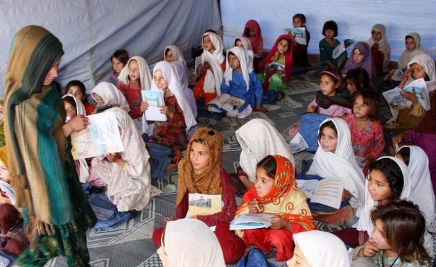 El movimiento radical Talibán dañó más de mil escuelas en el norte de Pakistán desde que se expandió desde Afganistán en 2001, lo que impidió que miles de niños, y especialmente niñas, reciban una educación. Crédito: Ashfaq Yusufzai/IPS