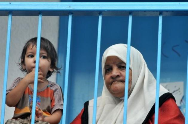 Los bombardeos aéreos obligaron a familias palestinas a buscar refugio en una escuela de la ONU en Beit Lahiya, en el norte de la Franja de Gaza, en agosto. Crédito: Foto de la ONU/Shareef Sarhan
