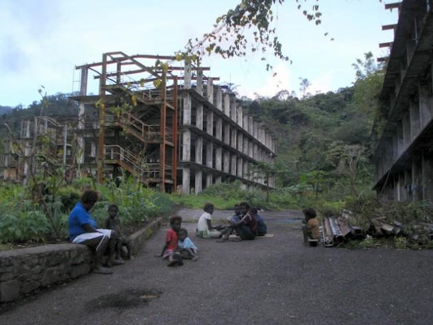 Comunidades indígenas siguen viviendo junto a la mina de cobre Panguna, en Bougainville, Papúa Nueva Guinea, que tuvo que cerrar en 1989. Crédito: Catherine Wilson/IPS