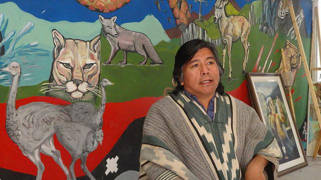 Jorge Nahuel, portavoz de la Confederación Mapuche de Neuquén, en la Patagonia de Argentina, denuncia que los indígenas no fueron consultados sobre la explotación de hidrocarburos en sus tierras ancestrales. Crédito: Fabiana Frayssinet/IPS