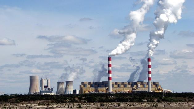 Los gobiernos del G-20 continúan subsidiando la exploración en busca de combustibles fósiles pese a los compromisos de apoyar la transición hacia la energía limpia. Crédito: Flickr/Leszek Kozlowski