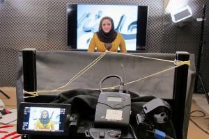 Hani Subhi presenta las noticias del único canal de televisión de Mosul, que provisionalmente opera desde Erbil, capital del Kurdistán iraquí, tras la toma de la ciudad por el grupo extremista Estado Islámico. Crédito: Karlos Zurutuza/IPS