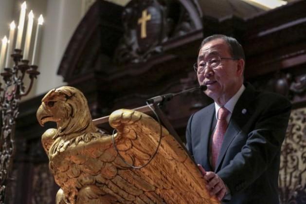 El secretario general de la ONU, Ban Ki-moon, recibió el premio Humanitario del Año 2014 otorgado por la Fundación para las Relaciones Interculturales y Raciales de la Universidad de Harvard. Crédito: foto de la ONU/Evan Schneider