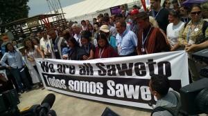 Viudas de dirigentes asesinados de la peruana comunidad asháninka de Alto Tamaya Saweto y defensores de los derechos de los indígenas, alzan su voz de protesta y reclaman la titularidad de sus tierras en la COP 20, en Lima. Crédito: Milagros Salazar /IPS