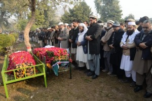 Funeral de las víctimas del atentado del 16 de diciembre contra la Escuela y Colegio Público del Ejército en Peshawar. Crédito: Ashfaq Yusufzai/IPS