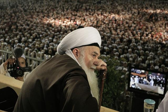 El maestro sufí Shaykh Hisham Kabbani habla frente a miles de seguidores en Yakarta. Crédito: Mohammad Revaldi/IPS