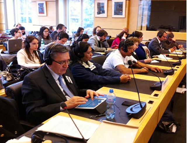 Representantes de víctimas, del gobierno y de organizaciones civiles durante el examen de México en el Comité contra las Desapariciones Forzadas, en Ginebra. Crédito: Cortesía de la CNDH