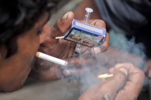 Menos de ocho por ciento de los consumidores de drogas en todo el mundo tienen acceso a planes de jeringas limpias. Crédito: Fahim Siddiqi/IPS