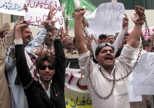 Periodistas en Pakistán protestan contra el asesinato de sus colegas. Crédito: Rahat Dar / IPS