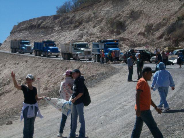 Activistas de comunidades vecinas bloquean la construcción de la represa El Zapotillo, en el occidental estado de Jalisco, en México. Los conflictos entre las poblaciones cercanas a proyectos de empresas de sectores diversos se repiten en América Latina. Crédito: Cortesía de Acción Solidaria