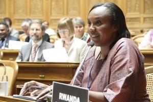 Rose Mukantabana fue presidenta de la Cámara de Diputados de Ruanda. Los países que lograron los mayores avances de paridad de género en sus parlamentos entre 1995 y 2015 son Andorra, Bolivia y Ruanda. Crédito: Tercera Conferencia Mundial de Presidentes de Parlamento/cc by 2.0