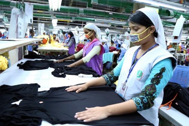 La mayor parte de los cuatro millones de personas empleadas en la industria textil de Bangladesh son mujeres. Crédito: Obaidul Arif / IPS