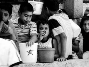 Miles de millones de dólares en ayuda humanitaria se utilizaron para brindar alimentos, atención médica y otro tipo de apoyo para salvar la vida de millones de familias sirias. Crédito: Beshr Abdulhadi / CC-BY-2.0