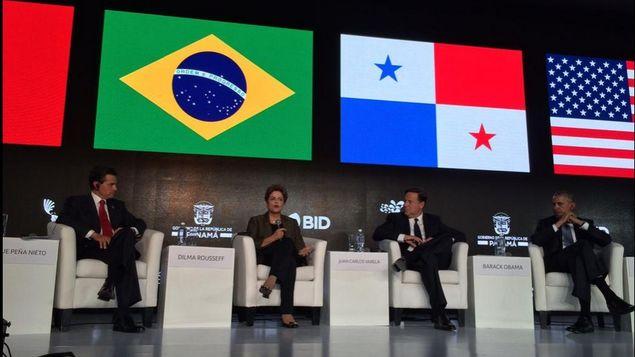 La presidenta de Brasil, Dilma Rousseff, junto a sus homólogos de México (izquierda), Panamá y Estados Unidos, durante un panel en la II Cumbre Empresarial de las Américas, este viernes 10 de abril, en Ciudad de Panamá. Credito: Cortesía del BID