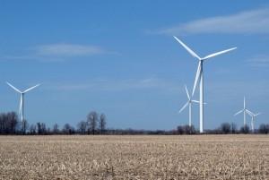 El parque eólico Erie Shores, de Canadá, tiene 66 turbinas con una capacidad de 99 megavatios. Crédito: Denise Morazé / IPS