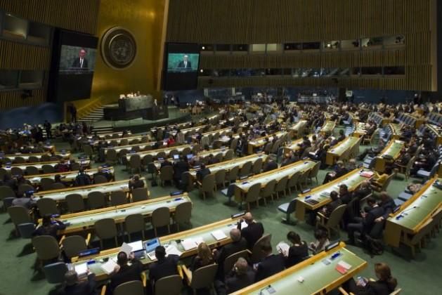 El secretario general adjunto de la ONU, Jan Eliasson, habla durante la apertura el lunes 27 de la Conferencia de Examen 2015 del Tratado sobre No Proliferación de las Armas Nucleares. Crédito: Loey Felipe/ONU.