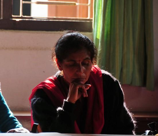 Una mujer asiste a una reunión de un grupo de apoyo a familiares de desaparecidos en la sudoriental ciudad nepalesa de Biratnagar. Crédito: Amantha Perera / IPS