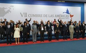 Foto de familia de la VII Cumbre de las Américas, tomada el 11 de abril, en la jornada de clausura de la cita de dos días, que por primera vez reunió a los 35 países del continente. Crédito: VII Cumbre de las Américas