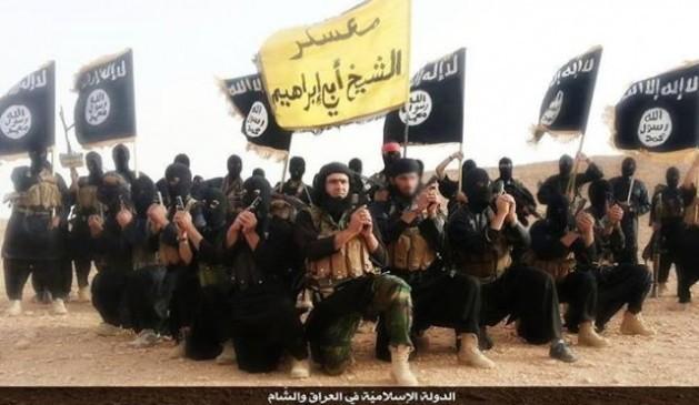 Combatientes del extremista Estado Islámico en un video de propaganda grabado en la provincia iraquí de Anbar en 2014.