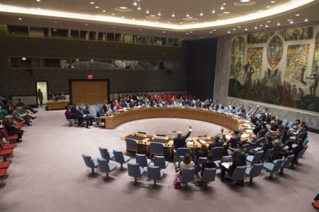 El Consejo de Seguridad adoptó por unanimidad la resolución 2219 (2015), que extiende el embargo de armas a Costa de Marfil por un año, hasta el 30 de abril de 2016. Crédito: UN Photo/Eskinder Debebe.