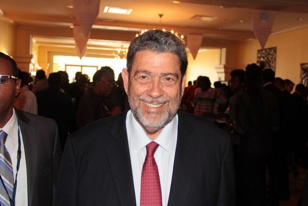 El primer ministro de San Vicente y las Granadinas, Ralph Gonsalves, considera que el Caribe estará mejor preparado para responder al cambio climático si Francia se reintegra al Banco de Desarrollo del Caribe. Crédito: Kenton X. Chance/IPS