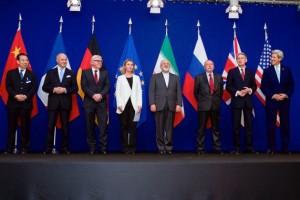 Los representantes de Irán y el P5 + 1 posan para las fotos tras la conclusión de las conversaciones celebradas en Lausana, Suiza, el 2 de abril de 2015. Crédito: Departamento de Estado de Estados Unidos/dominio público