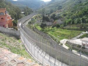 El radar funciona en silencio y sin cesar desde la cima del monte Hacho en Ceuta, con el fin de identificar a los migrantes que intentan ingresar al enclave español. Crédito: Andrea Pettrachin/IPS