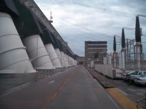 Las grandes obras energéticas y de infraestructura logística en Brasil son conocidas por sus retrasos, como sucede con la mayoría de sus ferrocarriles, puertos, carreteras y centrales eléctricas. Crédito: Darío Montero/IPS